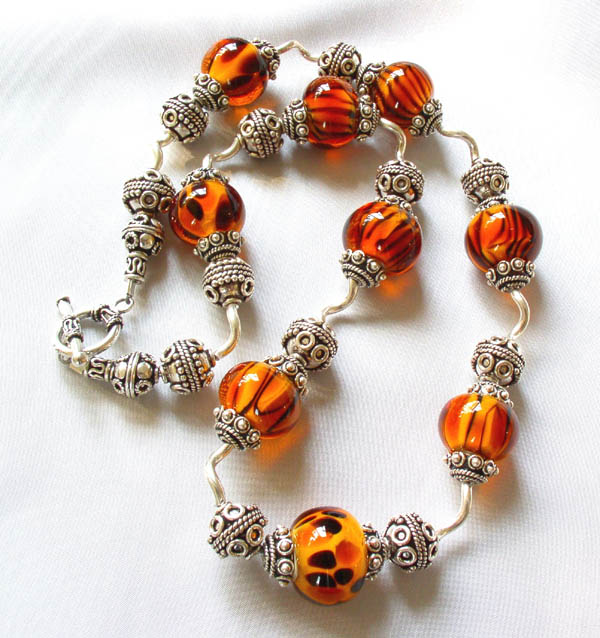 Bad Kitty Dark Amber Wavy Silver Necklace